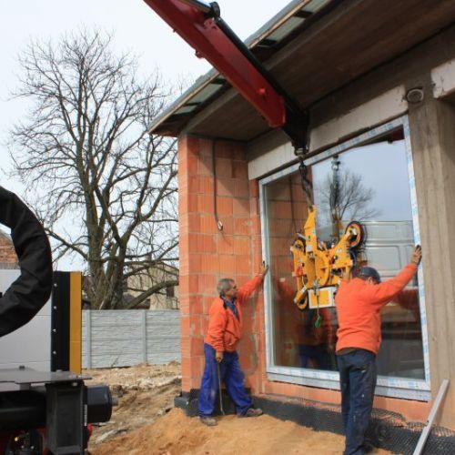 montaż dźwigiem okna